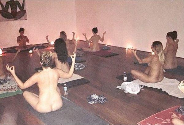 Naked yoga milano